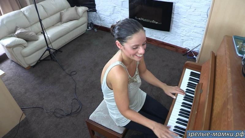 458_[milf, mature, милф, мамки,секс,порно]-Мама выпила и решила поиграть на пианино в час ночи на радость соседям
