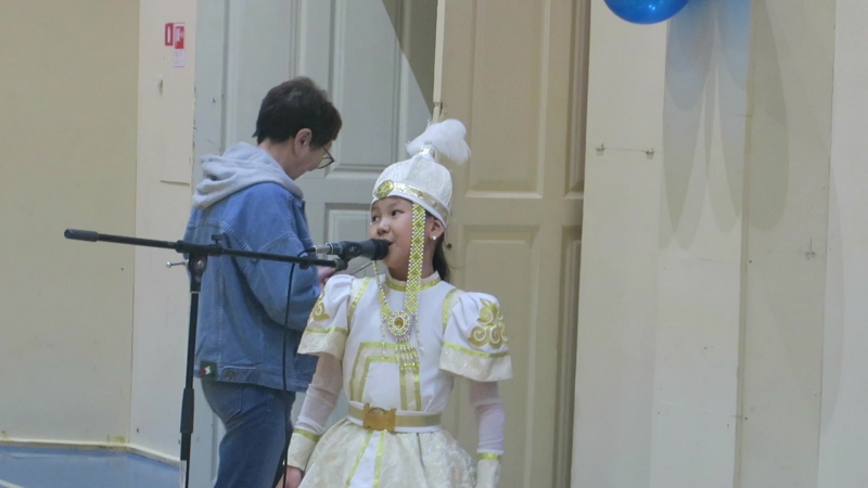 Поёт внучка Т.Г. Харлампьевой, Танюша Дмитриева. Покровск, Якутия. 14 июня 2018
