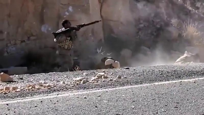 Араб стреляет из MG времен Второй мировой войны, Сирия 2017 год