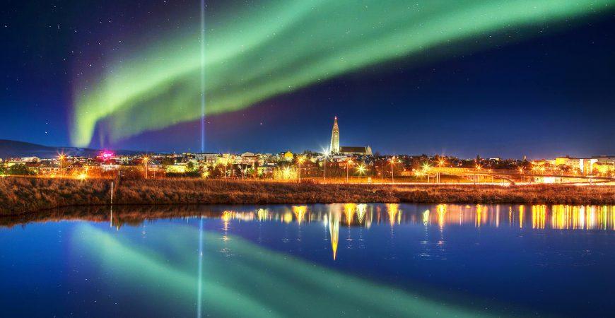 ПСеверное сияние над столицей Исландии