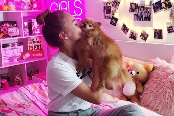 Катя Адушкина Катя Адушкина популярный российский видеоблогер, танцовщица и поп-исполнительница. Профессионально занимается танцами и публикует видеоролики на канале YouTube. Девушка участвовала