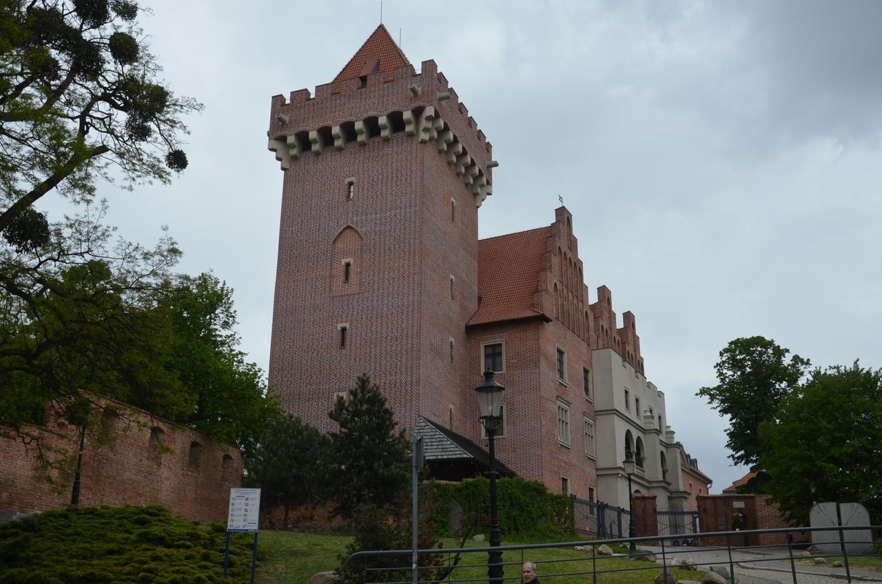 J8_LlGpQXNs Познань - столица Великой Польши.