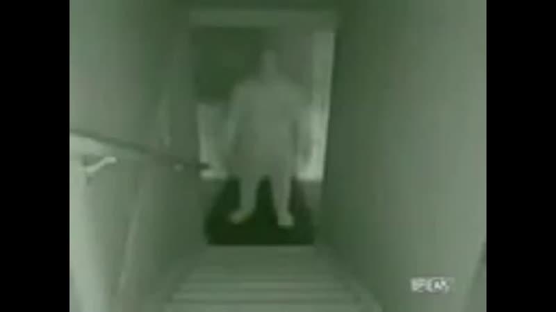 Призрак поднимается по ступенькам