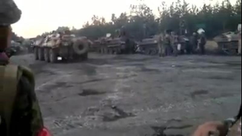 Ямполь.19 июня,2014.Украинские военные с большим количеством военной техники под Ямполем готовятся к бою.