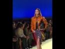 Video di Gigi mentre sfila per Versace SS19 a Milano 21 09 MFW 1