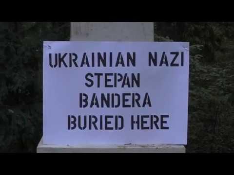 15 октября 2018. Мюнхен. Correcting Grave of Ukrainian Nazi Stepan Bandera / Я исправляю могилу Степана Бандера