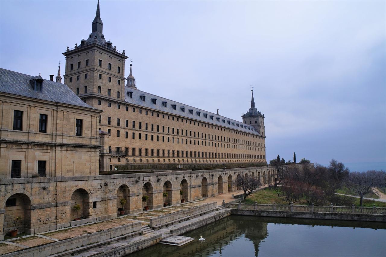 Эскориал - испанский королевский дворец, монастырь и усыпальница