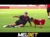 Марадона исполнил мечту безногого мальчика из Казахстана, поиграв с ним в футбол