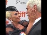 Леди Гага и Сэм Эллиотт на красной дорожке кинофестиваля в Торонто.