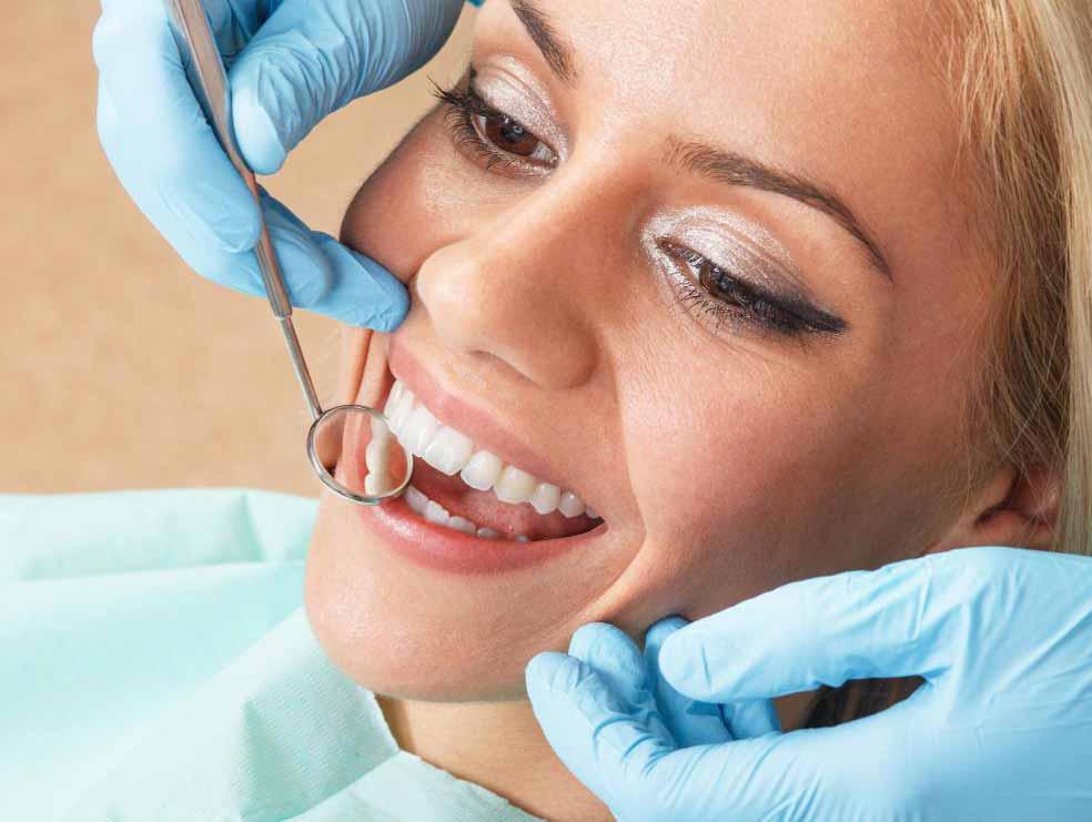 Полугодовые стоматологические осмотры могут помочь предотвратить декальцинацию зубов.