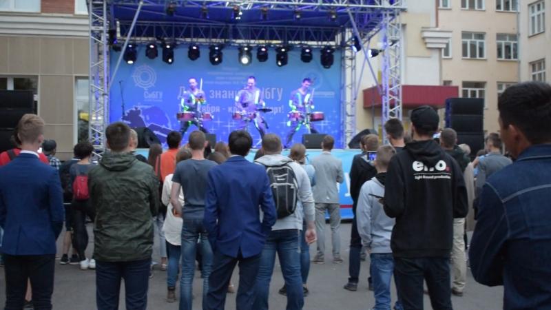День знаний 2018 в СибГУ. Шоу барабанщиков Заноза