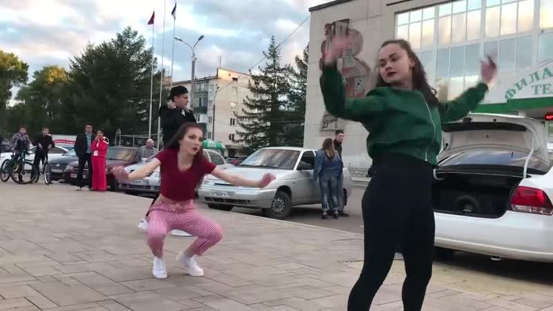 Девушки Красивая Танцует Dance Кайфу ЕА7 Пьяным Подвигаться 2018