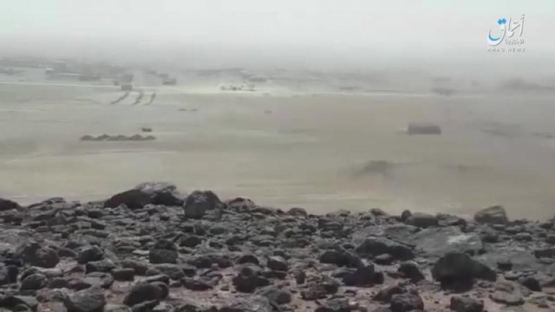 Момент подрыва СВУ под автомобилем бойцов SDF на дороге аль Харафи к сев-вос от ДэЗ