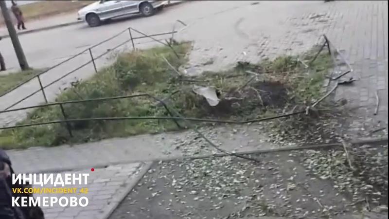 Пьяный водитель протаранил стену общежития в Кемерове
