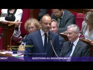 Edouard Philippe mal à l'aise et partie de fou rire à l'assemblée