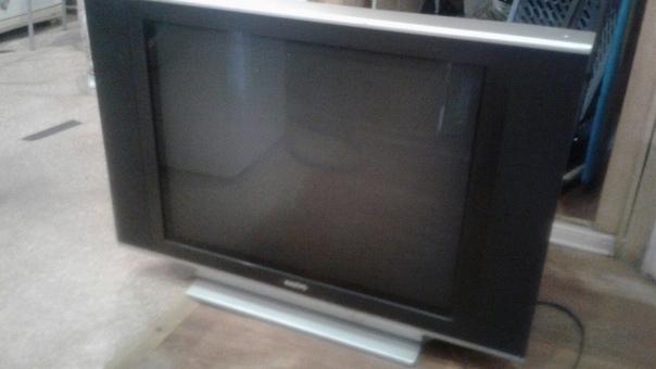Продам телевизор. Хороший, большой, 63 диагональ. За 3500 руб. 8917781
