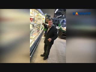 Весельчак смачно поцеловал любимую водку в магазине под Волжским