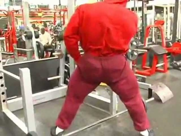 Kai Greene training gluteus and legs (part1)