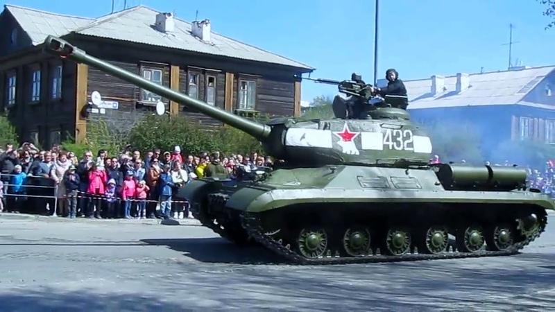 Парад военной техники времен Второй мировой войны. Верхняя Пышма, 9 мая 2016 года