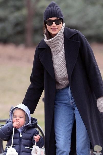 Идеальная мама: Ирина Шейк с дочерью в Центральном парке