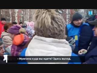 Жители Курска устроили давку из-за бесплатных подарков от ЛДПР. Давали конфетки