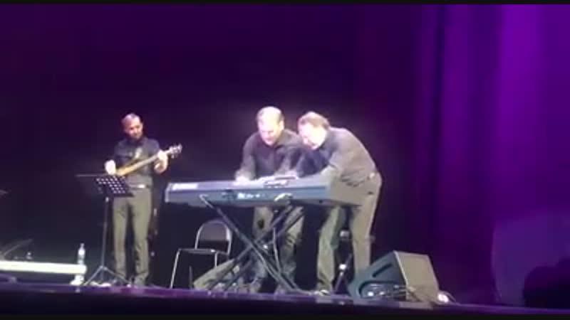 Даниил Крамер и Роман Дмитриев зажигают в Misty Mountain Hop Led Zeppelin in Jazz