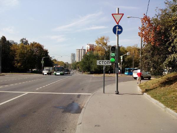 Дорожный знак привели в порядок на улице Лавочкина
