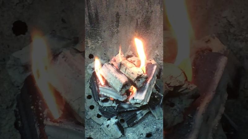 Разжигаем уголь Камадо