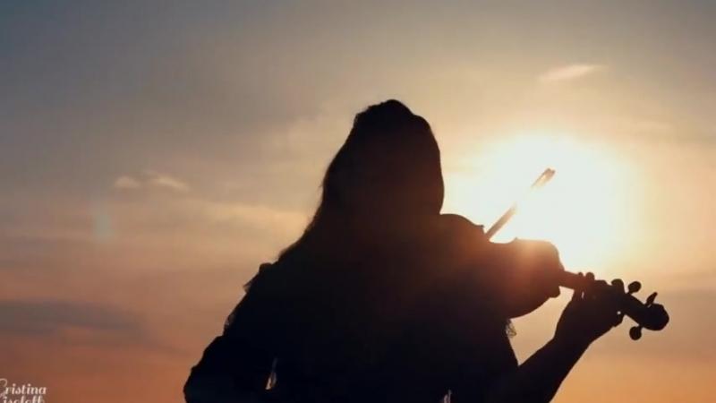 Красавица скрипачка, синее небо, море. и Ламбада!💃🏻🌴