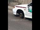 У учебной машины отлетело колесо во время движения В Новокузнецке на улице Лизы Чайкиной