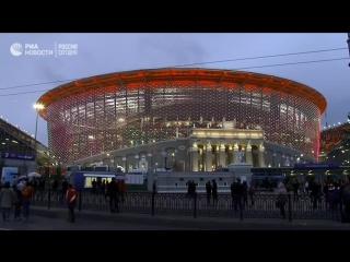 Фанаты выходят со стадиона после матча Франция-Перу