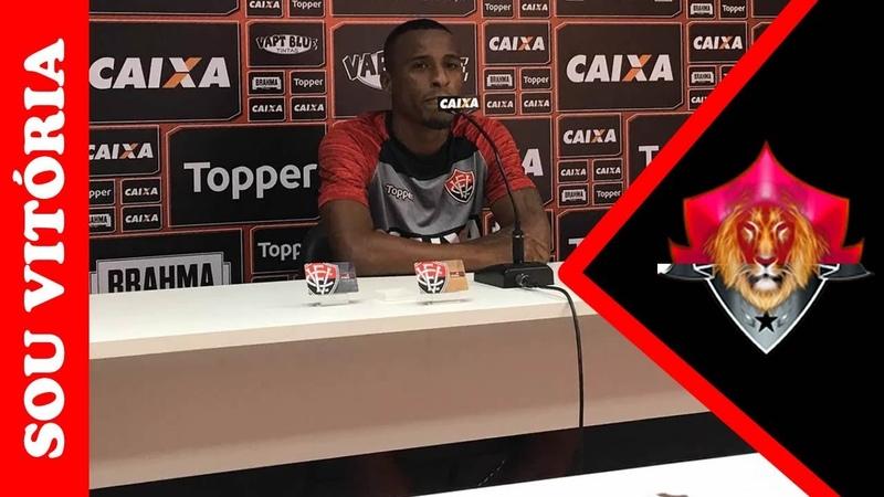 """Em coletiva: Jeferson cita """"cobrança forte"""" de Carpegiani por marcação"""