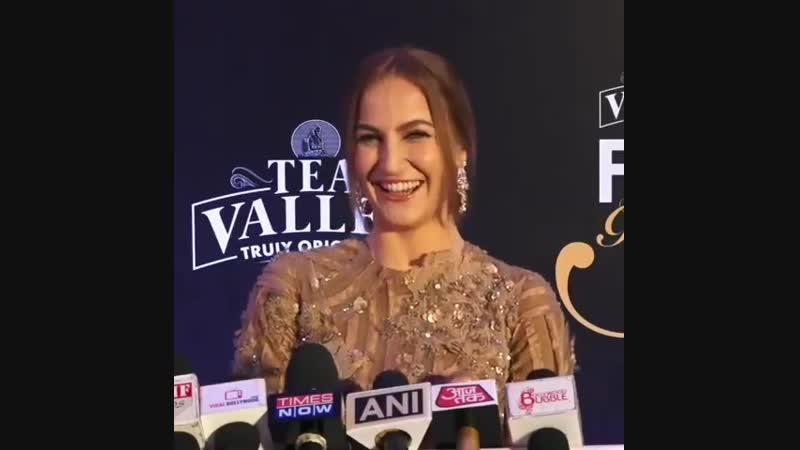 Elli AvrRam прибыла на Filmfare Glamour Style Awards 2019