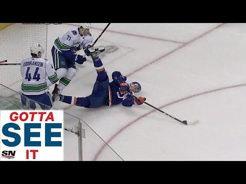 Том Кюнхакль забивает со спины в ворота Ванкувера