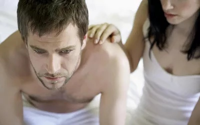 Общие побочные эффекты у мужчин включают снижение либидо и трудности с получением эрекции.