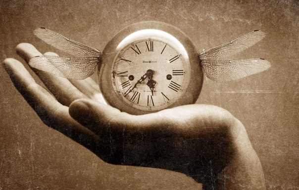 Возможно, время может идти вспять при определенных обстоятельствах Так сложилось в научном мире, что ученые предложили новые теории о времени, у которых есть один общей аспект: все они говорят,