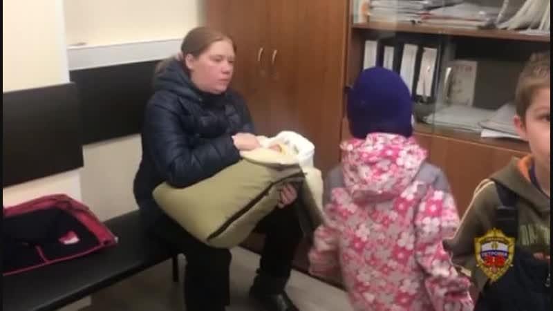 Голодные и замерзшие: опека забрала у москвички четырех детей