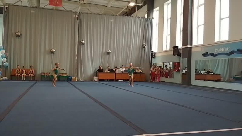Спортивная акробатика. Аня и Арина.