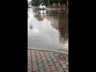 Затопленные после дождя улицы. Ремонт не помог
