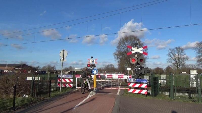 Spoorwegovergang Oud Vellerseweg in Barneveld