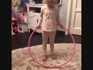 Пугачева показала занятия дочки с хулахупом