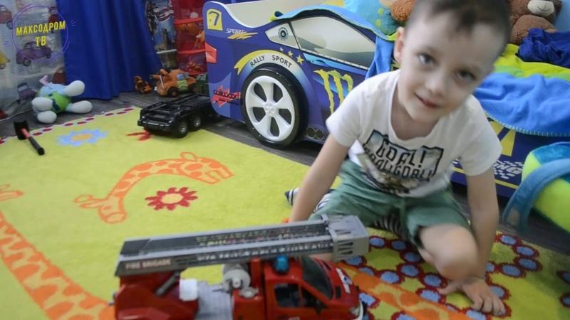 МаксоДром крушит машинки и катается на велосипеде