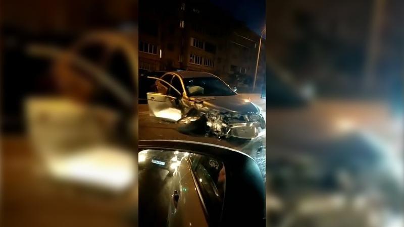 Массовая авария с участием 5 машин на улице Аделя Кутуя в Казани