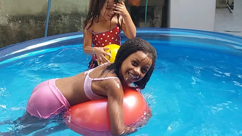Um dia na piscina! 💖