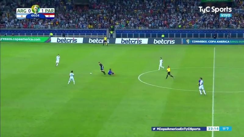 Falta de Armani contra jugador de Paraguay