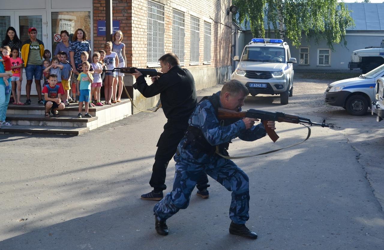 Полицейские в Коломне провели акцию «В гостях у полиции», приуроченную к празднованию Дня образования патрульно-постовой службы