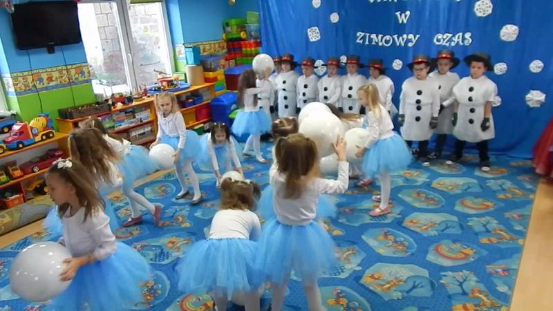 Taniec śnieżynek i bałwanków