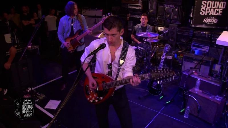 Arctic Monkeys Do I Wanna Know Live