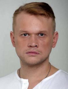 actor Яков Шамшин. Шамшин Яков Александрович (родился 7 марта 1985 года в Волгограде) - российский актер театра и кино. Биография. По национальности русский, как и его родители, а еврейское имя