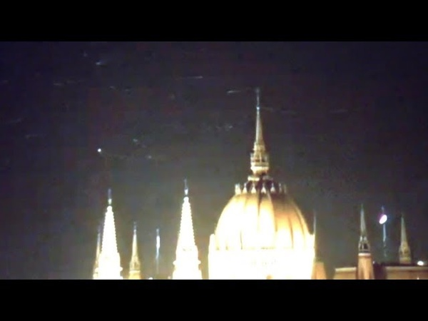 Strange Objects flying over Budapests Cathedral